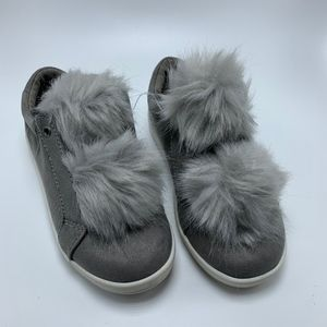 🛍 Sam Edelman Girls Cynthia Leya Pom Pom Sneakers